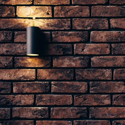 Material Backsteinwand mit Lampe